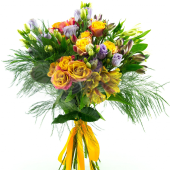Букет из Альстромерий, Кустовых роз, Эустомы и зелени